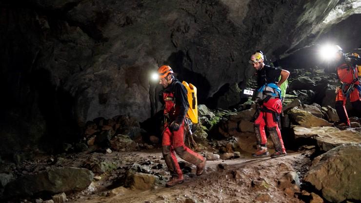 Grotołazów z Portugalii zaskoczyły w jaskini Cueva-Covetosa wezbrane wody, będące skutkiem gwałtownej nawałnicy.