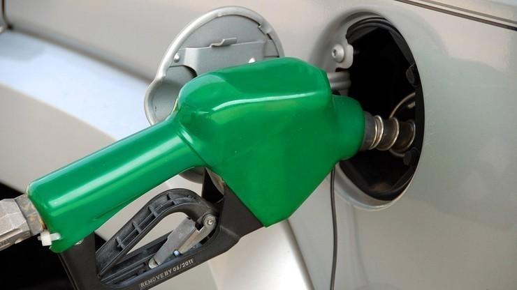 Benzyna na stacjach tanieje, dla właścicieli diesla nie ma dobrych wiadomości