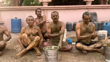 Hindusi leczą się z koronawirusa... krowimi odchodami. Wbrew lekarzom