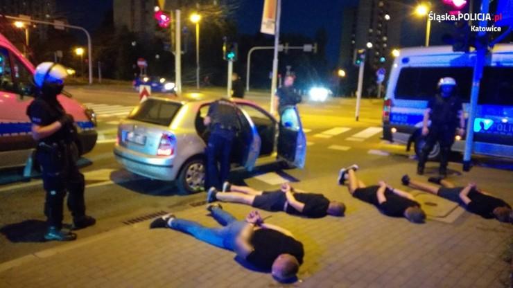 Katowice. Pseudokibice zatrzymani za potrącenie samochodem policjantów
