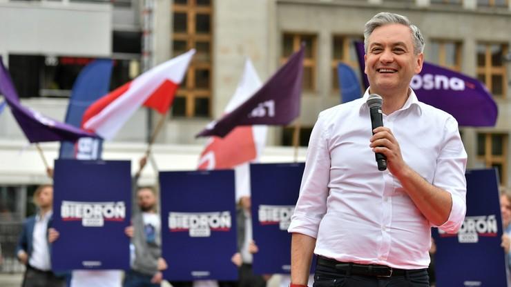 """""""Polki nie mają takich praw jak reszta Europejek"""". Biedroń podpisał """"Pakt dla kobiet"""""""
