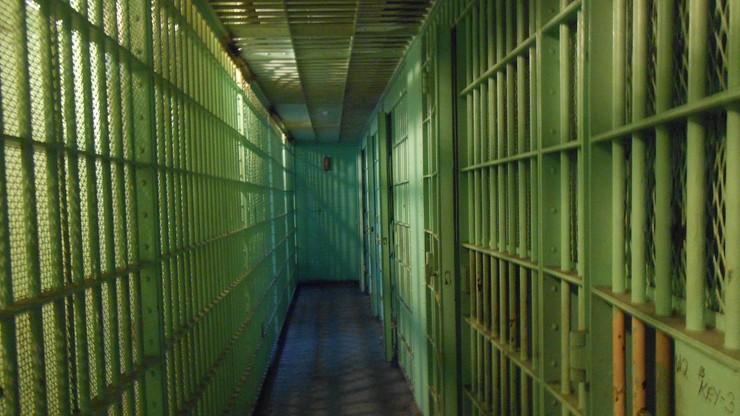 Gwałciciel niemowlęcia znaleziony martwy w celi. Wyrok ws. tajemniczej śmierci