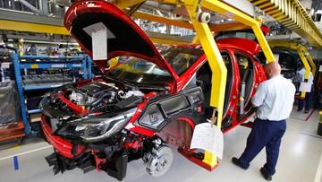 Firmy motoryzacyjne chcą pozostać w Europie Środkowej. Chwalą niskie koszty pracy, narzekają na nieprzejrzyste prawo
