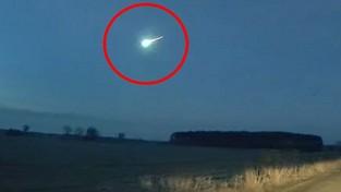 29.01.2021 09:00 Bardzo jasny meteor przeciął niebo o świcie nad Polską. Widziano go w całej zachodniej części kraju [FILMY]