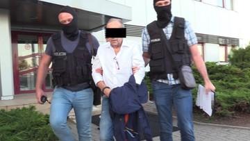 76-latek miał kierować mafią. Do Polski trafiały tony haszyszu i kokainy. Teraz i jego sprowadzono