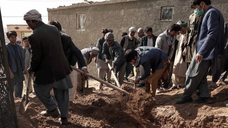 Afganistan. 11 osób zginęło w zamachu na autobus. Kilka godzin przed zawieszeniem broni