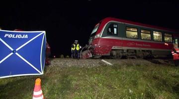 Wypadek na przejeździe kolejowym w Lubelskiem. Nie żyje kobieta i dziecko