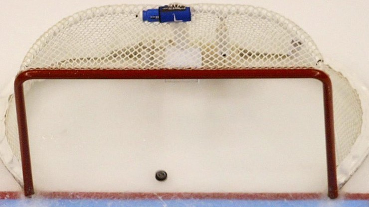 NHL: Obrońcy Pucharu Stanleya nad przepaścią