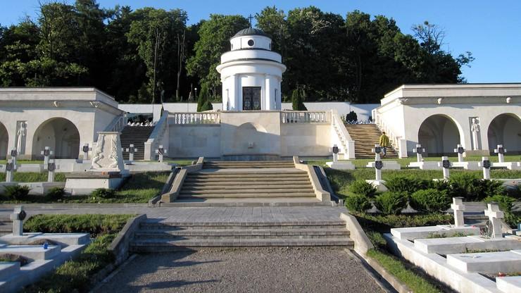 Niewielka eksplozja na Cmentarzu Orląt Lwowskich. Trwa policyjne śledztwo