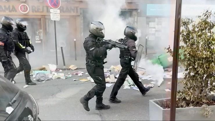 Zamieszki po decyzji Macrona. Tysiące Francuzów protestuje przeciw certyfikatowi sanitarnemu