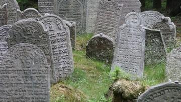Zniszczone groby, kości wywożone wraz z ziemią. Dewastacja cmentarza żydowskiego w Siemiatyczach