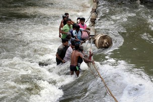 Klęska na Sri Lance. Wezbrane wody i osuwiska niszczą wsie