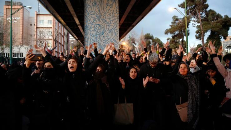 Protesty w Teheranie. Wielka Brytania potępia zatrzymanie swojego ambasadora
