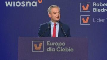 Biedroń apeluje o wyrzucenie Orbana z Europejskiej Partii Ludowej i krytykuje politykę PiS
