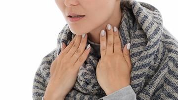 COVID-19 może powodować dolegliwości tarczycy