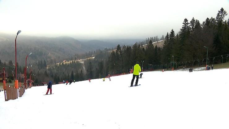 """""""Biały weekend"""". Policja skontroluje, czy narciarze i właściciele wyciągów przestrzegają obostrzeń"""