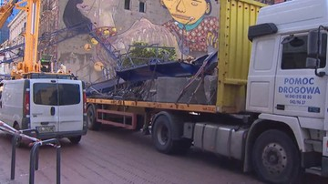 Służby usuwają fragmenty dźwigu, który runął w Łodzi