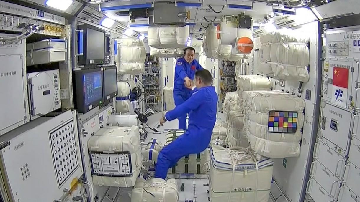 Chińscy astronauci już na pokładzie swojej stacji kosmicznej. Zobacz pierwsze filmy