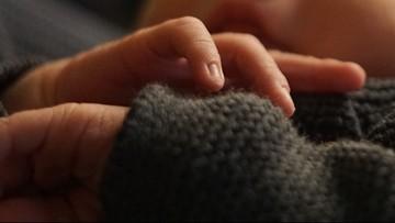 Chora na COVID-19 urodziła zdrowe dziecko. Zmarła, nie mogąc go przytulić