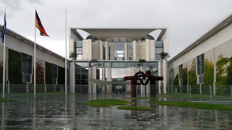 Podejrzana przesyłka w biurze Merkel. Okazało się, że to fałszywy alarm