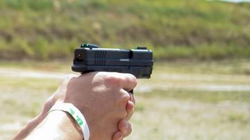 Policjanci wśród oskarżonych ws. zezwoleń na posiadanie broni. W tle sprawa Grabarczyka i Seligi