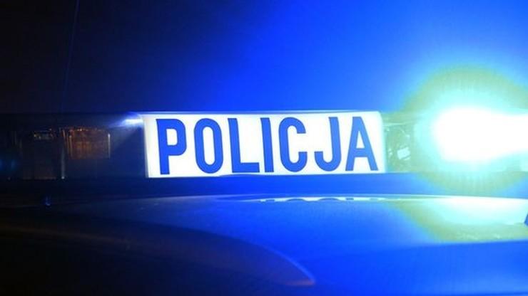 Policjant wjechał w zaparkowany samochód i uciekł. Miał 3,5 promila