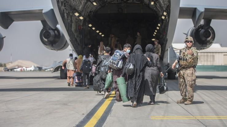 CNN: wg Pentagonu Biden musi we wtorek zdecydować, czy przedłużyć ewakuację z Kabulu