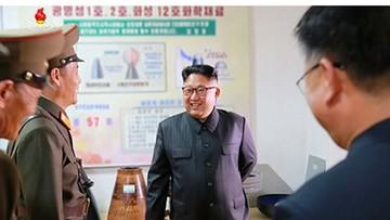 AP: na zdjęciach Kim Dzong Una widać projekty nowych rakiet