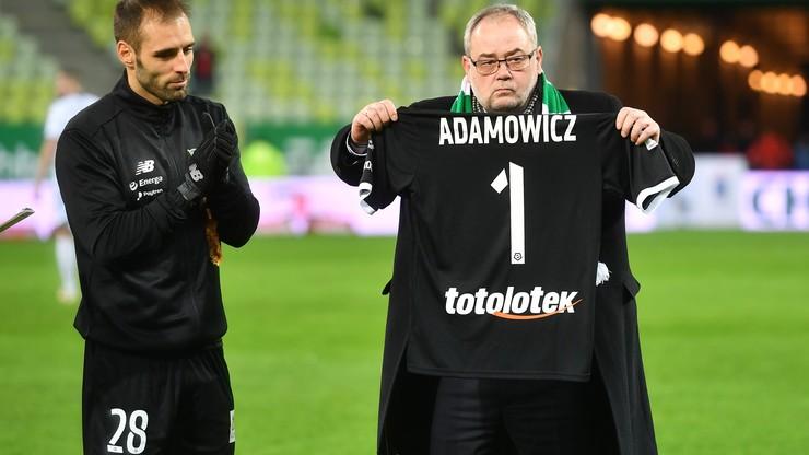 """""""Sound of Silence"""" na stadionie w Gdańsku. Piłkarze i kibice Lechii uczcili pamięć Pawła Adamowicza"""