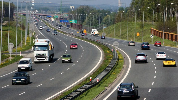"""Jazda autostradą """"na zderzaku"""" będzie karana. Resort infrastruktury przygotowuje nowe przepisy"""