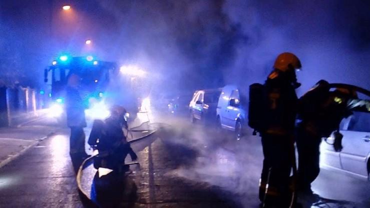 Pożar kamienicy w Pruszkowie. Strażak z obrażeniami nogi