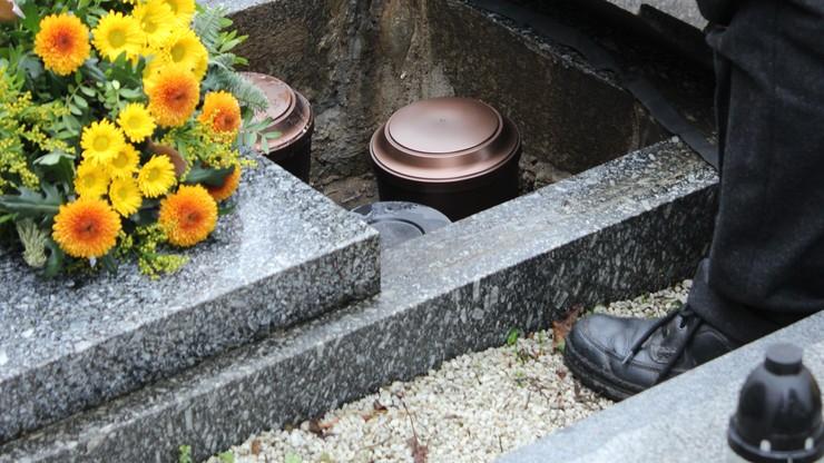 Holandia: Zamiast kremacji, rozpuszczanie ciał w chemicznej cieczy. Nowe formy usług pogrzebowych