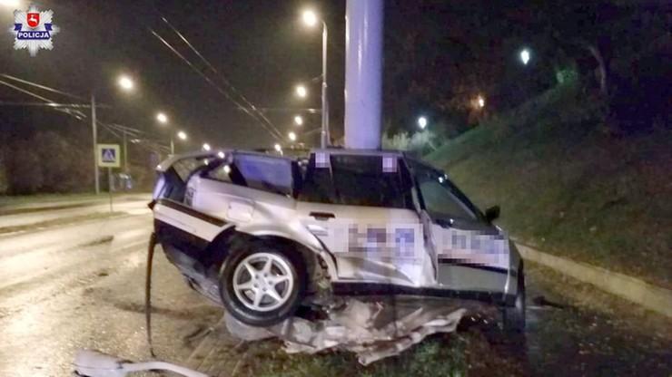 BMW uderzyło w słup latarni w Lublinie. Zginął 33-letni kierowca