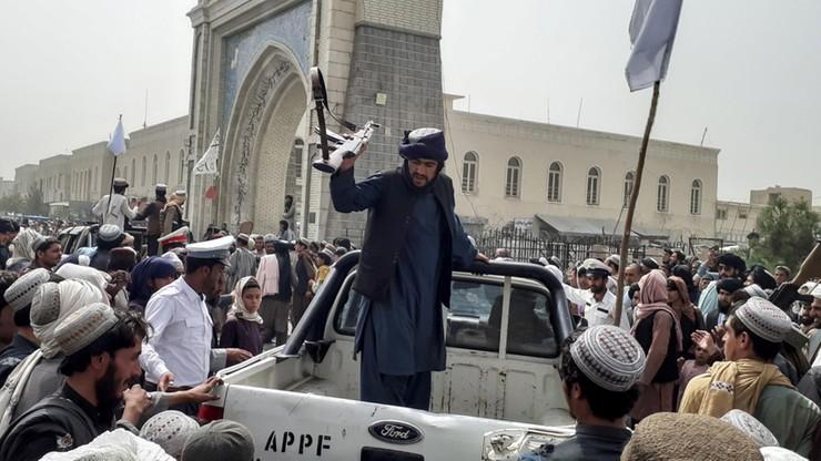 Afganistan. Prezydent opuścił kraj. Talibowie z rozkazem wkroczenia do Kabulu