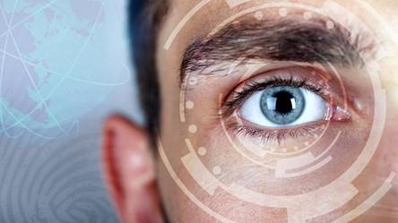 Powstały inteligentne soczewki kontaktowe na myśl przywodzące gadżety agenta 007