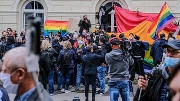 Studenci nie chcieli prezydenta na inauguracji roku. Protest przed UW