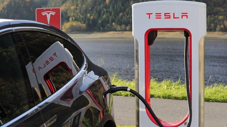 Tesla zatrudni Polaków w przygranicznej fabryce. Oferuje wysokie zarobki