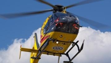 Pretensje kierowcy. Śmigłowiec LPR lądował po chorą, która zmarła mimo reanimacji i zakurzył lexusa