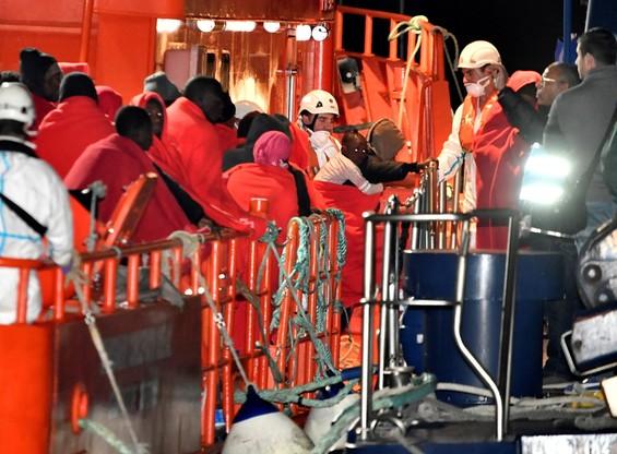 Rośnie liczba migrantów płynących przez Morze Śródziemne do Hiszpanii. Włochy i Malta ich nie chcą