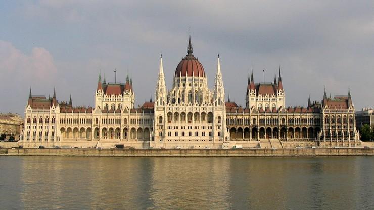 """Rezolucja """"o poparciu Polski wobec presji Brukseli"""". We wtorek głosowanie w węgierskim parlamencie"""
