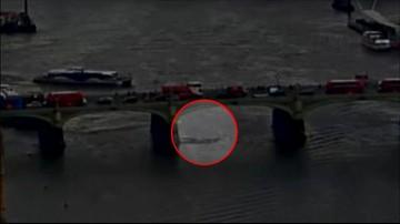 Dramatyczne nagranie z zamachu w Londynie. Samochód taranował pieszych na moście