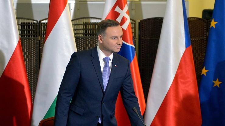 CBOS: rosną notowania prezydenta, stabilna i słaba ocena Sejmu, coraz gorsza TK