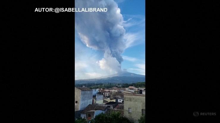 Włochy. Etna znów aktywna. Słup dymu ma wysokość 9 tys. metrów
