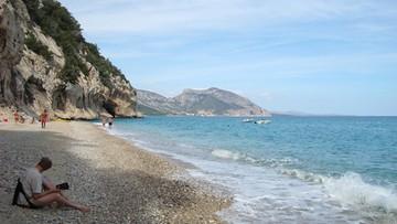 Do 6 lat więzienia grozi turystom za kradzież 40 kilogramów piasku z Sardynii
