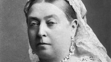 Bielizna brytyjskiej królowej trafiła na aukcję. Jest warta kilkadziesiąt tysięcy