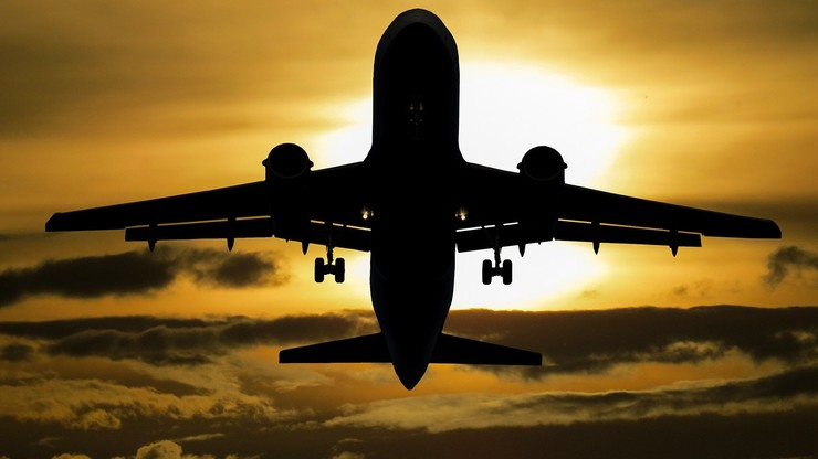 Frekwencja w samolotach w 2020 roku. Pandemia cofnęła lotnictwo o 15 lat. Nowy raport ULC