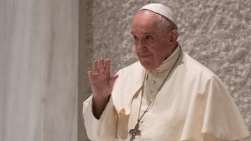 Lody dla więźniów i bezdomni na wakacjach. Papież zaskakuje