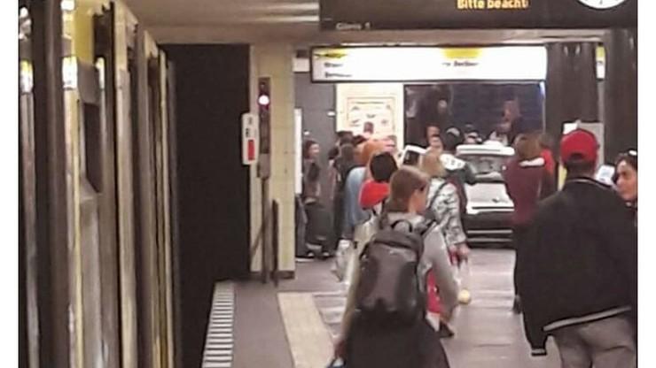 Samochód zjechał do stacji metra w Berlinie