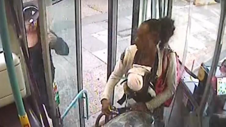 Matka z martwym dzieckiem jechała autobusem. Prawdopodobnie chciała upozorować jego nagłą śmierć