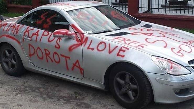 """""""Love Dorota"""". Zakochany lekarz-grafficiarz z Lublina. Pomalował ponad 20 aut"""